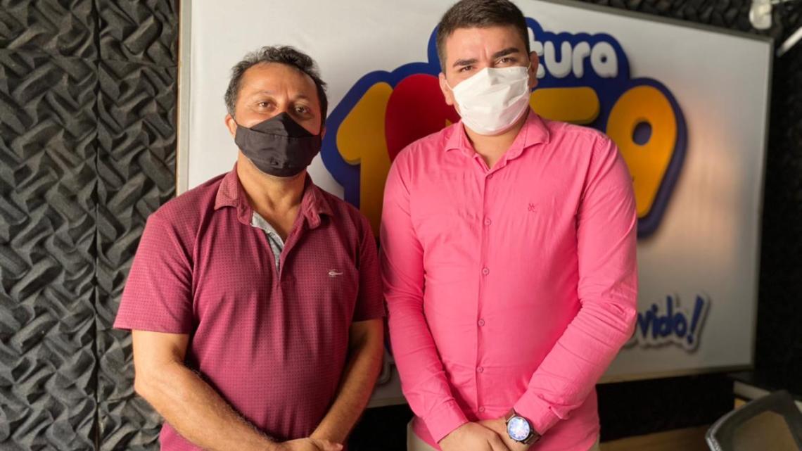 Durante entrevista, vereador Riba do Bom Viver destaca as suas ações parlamentares, reafirma parceria com deputado Leonardo Sá e denúncia gestão caótica de Luciano Genésio