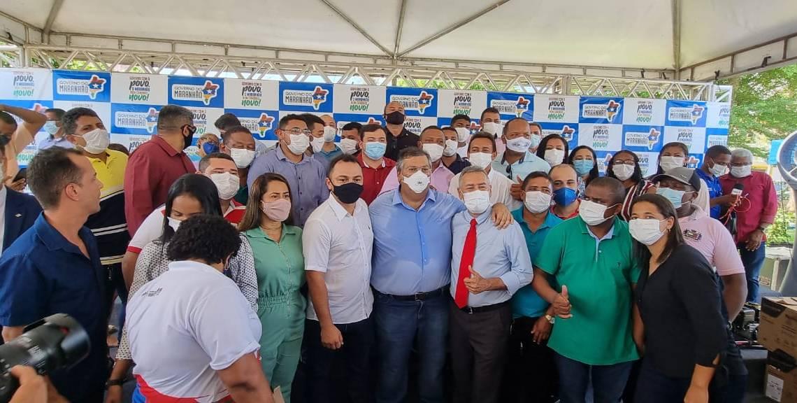Presidente da Câmara prof. Zeca, participa da entrega de motores de rabeta para beneficiar pescadores de São Vicente Ferrer