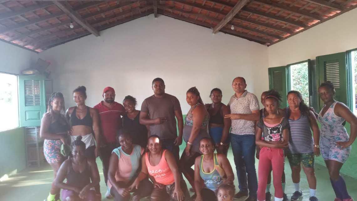 Em visita ao povoado Itapuaua, vereadores participam de aula de zumba com moradores, se empenham no melhoramento da iluminação pública e fiscalizam recuperação da estrada vicinal da comunidade
