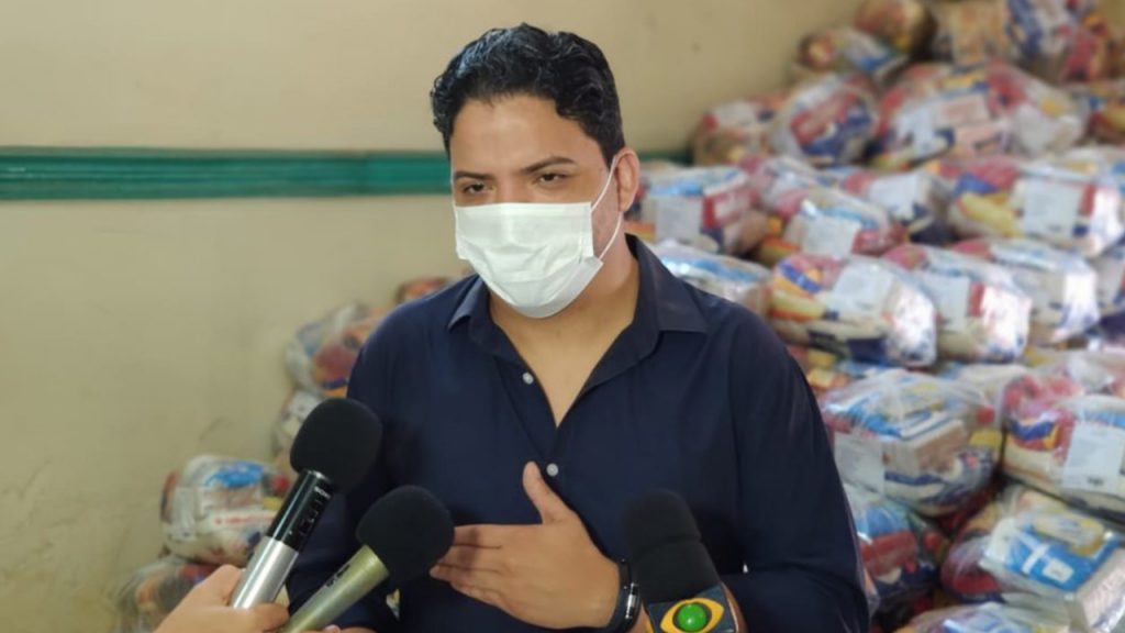 Gestão de Luciano Genésio comprou quase R$ 1 milhão em cestas básicas de empresa do irmão do proprietário do posto