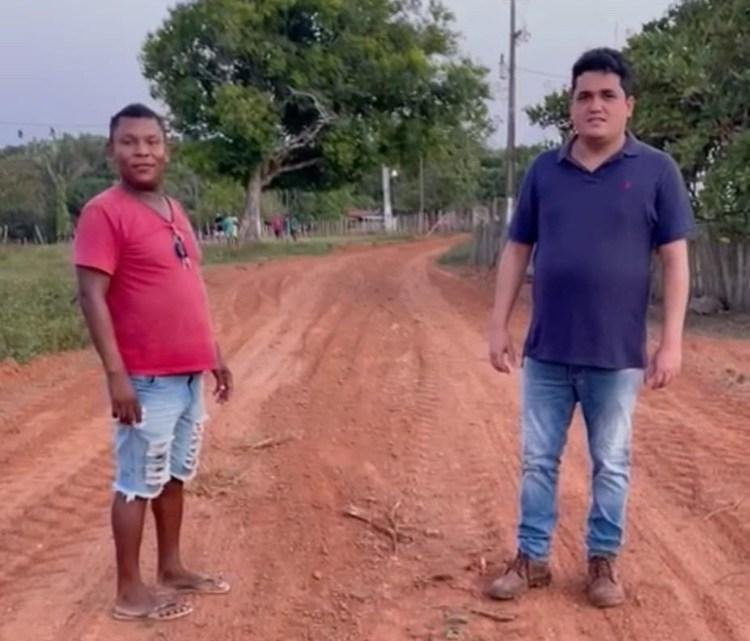 Pinheiro – Com apoio de amigos, vereador Felipe de Chicão recupera estrada vicinal do povoado Miranda, e trechos da barragem do Cerro