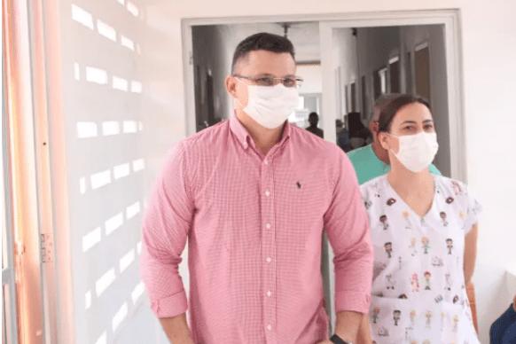Braz Amaral visita hospital Santa Helena, conversa com pacientes e acompanha obra de construção da praça da família no bairro Morada Nova