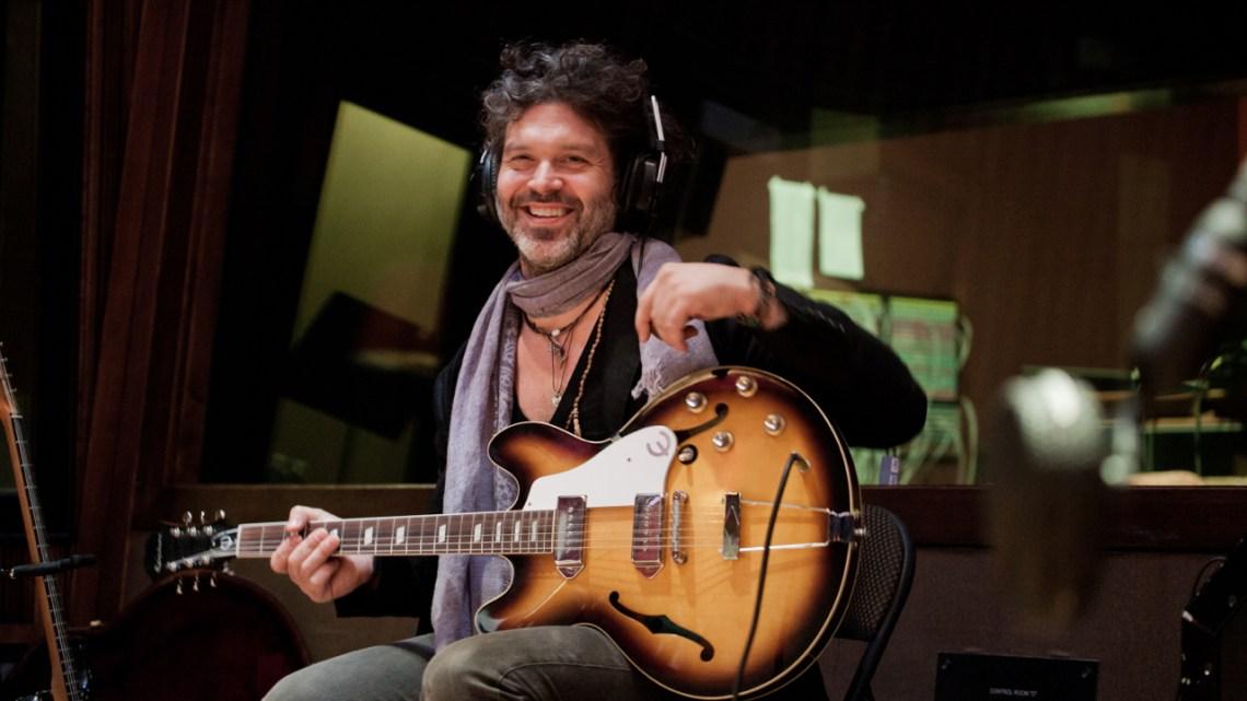Doyle Bramhall II divulga canção com a participação de Eric Clapton