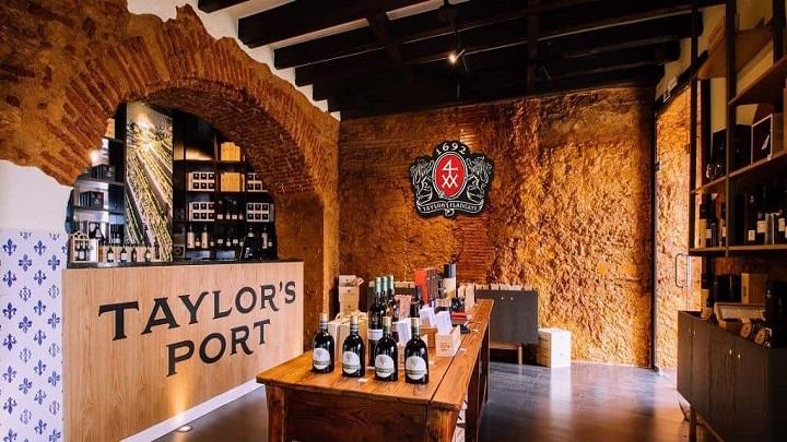 Um santuário moderno para apreciar um bom vinho do Porto em Lisboa