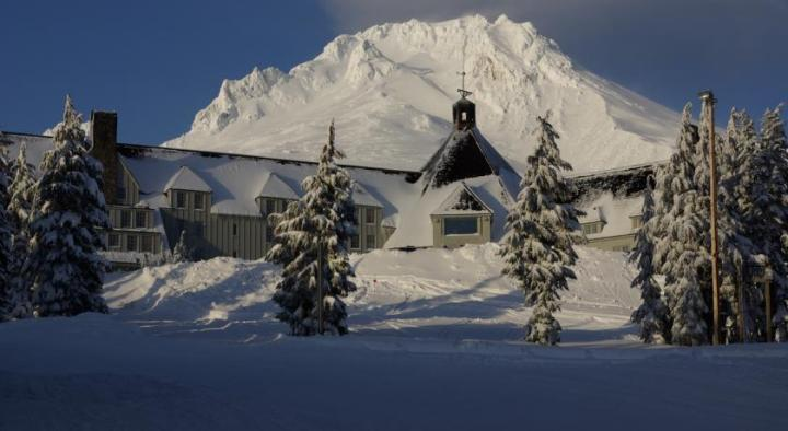 Timberline-Lodge-o-iluminado