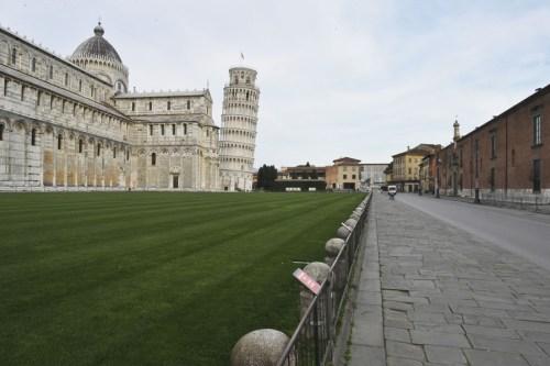 Torre de Pisa vazia por conta do coronavírus - luto de viagem