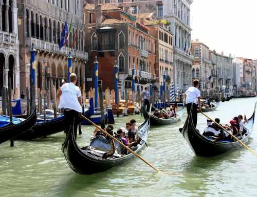 Gondoleiros em Veneza