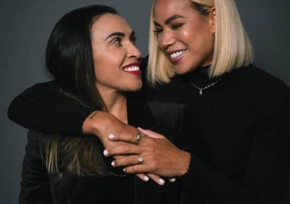 Marta anuncia noivado com a americana Toni Pressley, companheira de time