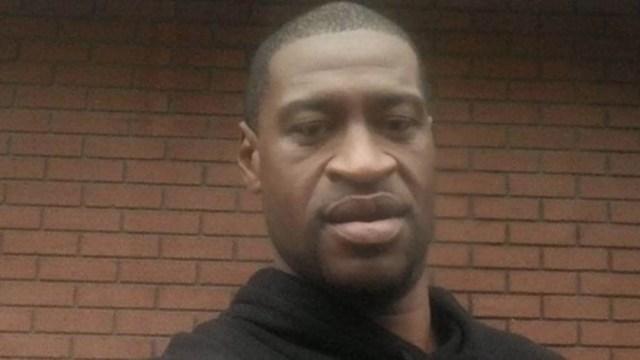 Vídeo comovente da agonia de George Floyd abre julgamento por seu assassinato nos EUA