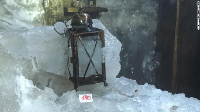 Derretimento de geleira revela abrigo e artefatos da Primeira Guerra Mundial