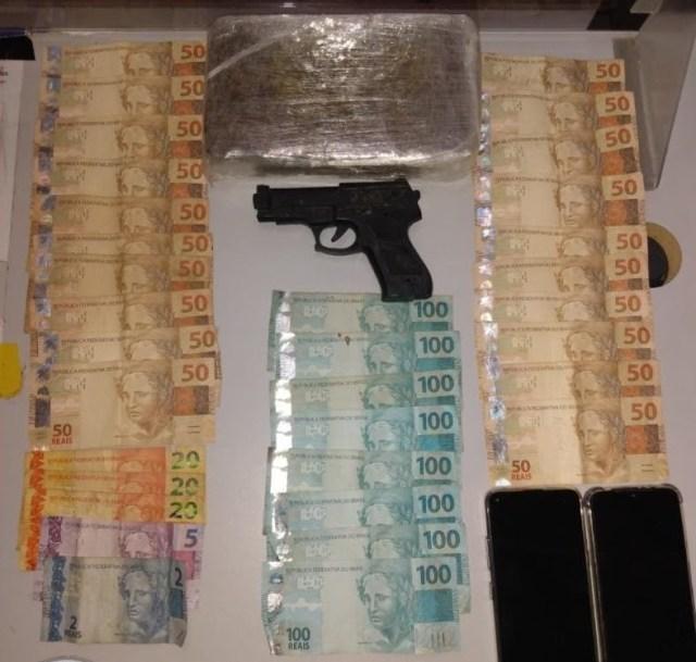 Em Jacumã, Polícia prende suspeito de tráfico de drogas, apreende carro, maconha e dinheiro