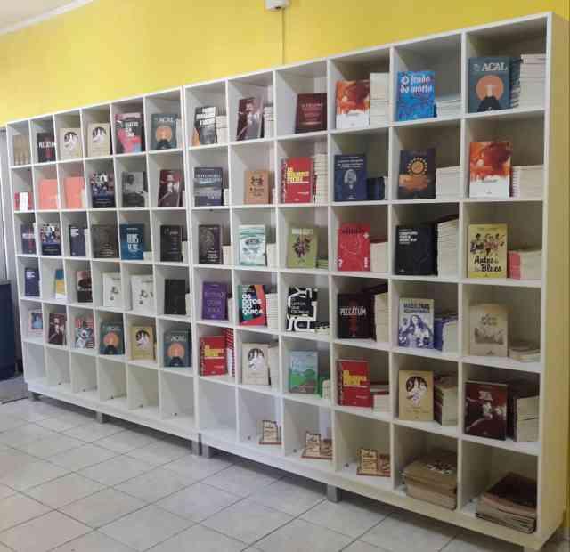 Arribaçã comemora três anos anunciando novos lançamentos e ampliação dos serviços de sua livraria
