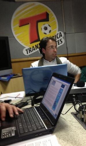 Jornalista da Transamérica é flagrado lendo o Blog do Paulinho - 2012
