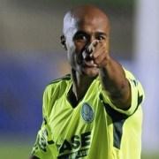 Palmeiras trata Marcos Assunção com descaso
