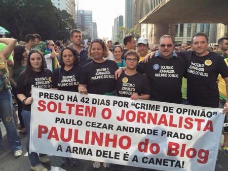 Em agosto de 2015, o advogado Romeu Tuma Jr e familiares de Paulinho protestaram contra a prisão do jornalista (Imagem: Divulgação)