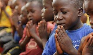 1219515275-uganda-criancas