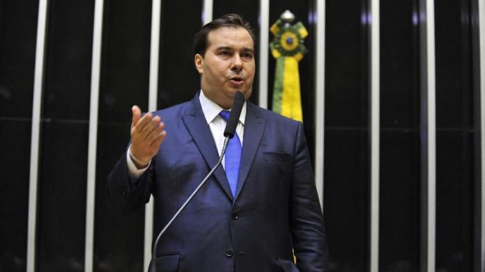 Candidato à reeleição, o presidente da Câmara, Rodrigo Maia (DEM-RJ), discursa Imagem: J.Batista/Câmara dos Deputados