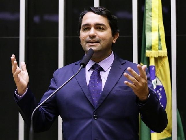 """MP e Polícia Civil realizam operação """"Laços de Família"""" que envolve o deputado federal Júnior Lourenço"""