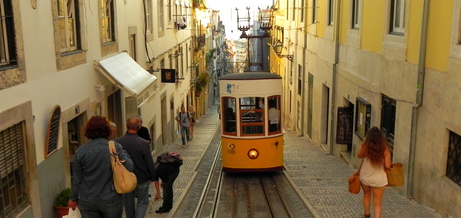 Lisboa Dia 1 Alfama Baixa Chiado E Bairro Alto