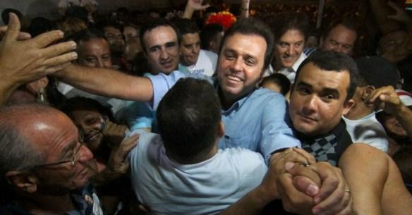 Carlos Eduardo chega à sede do PDT para entrevista coletiva