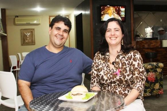 Gustavo e Sabrina Abreu são sócios no Sandunas da Afonso Pena