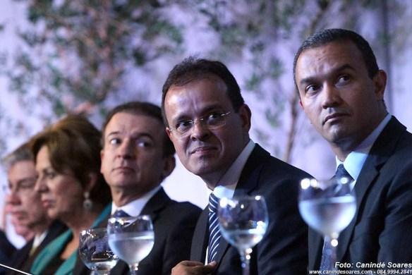 Sérgio Freire, ao centro na foto, assumiu no dia 17 de janeiro a presidência da OAB