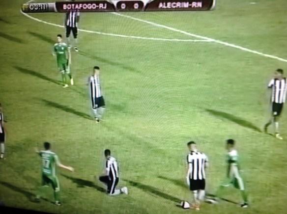 Alecrim 0 x 0 Botafogo no início do primeiro tempo