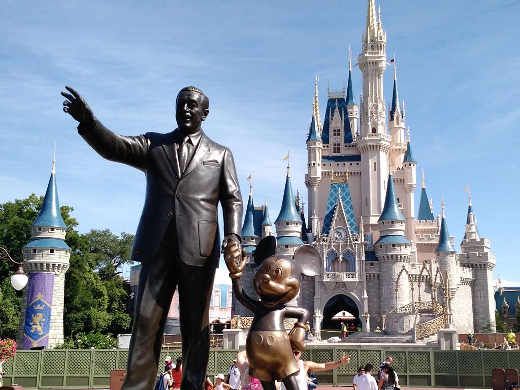 Como é viajar sozinho para Orlando?