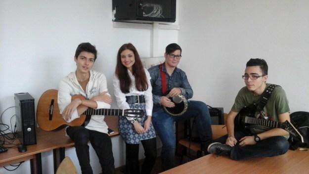 Los Cervantinos Band empieza a tener éxito/Los Cervantinos Band începe să aibă succes