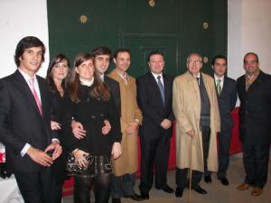 """D. José De la Vega junto a los miembros de la Asociación """"Amigos de las Posadillas"""" en el concierto homenaje a si figura el 1 de Diciembre de 2.007"""