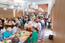 I residenti di Greco a pranzo al Refettorio