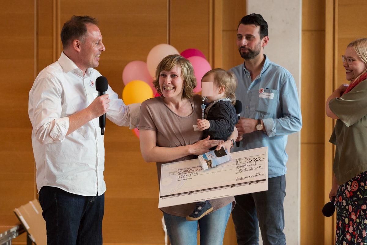 blogfamilia-award-2018_laecheln-und-winken
