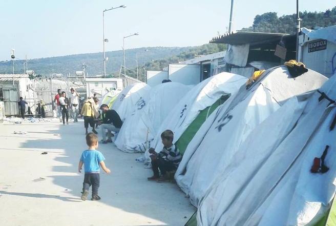 Tiendas de refugiados en el campo de Moria (Albert Bellvert)