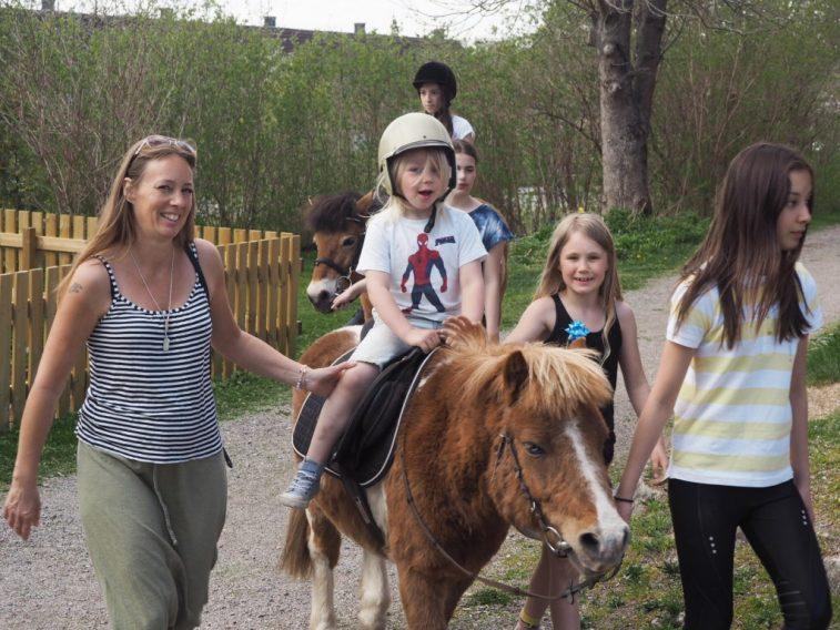 Jamie ponnyridning