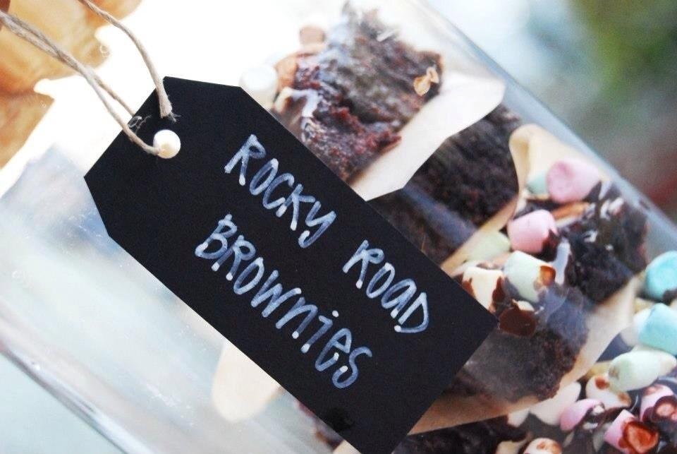 rocky road brownie marschmallows jordnötter choklad gåbort present