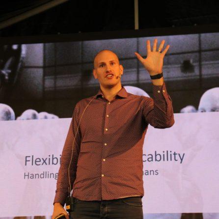 Alexander Eilertsen fortalte om hvordan vi kan lære roboter til å gjøre komplekse operasjoner
