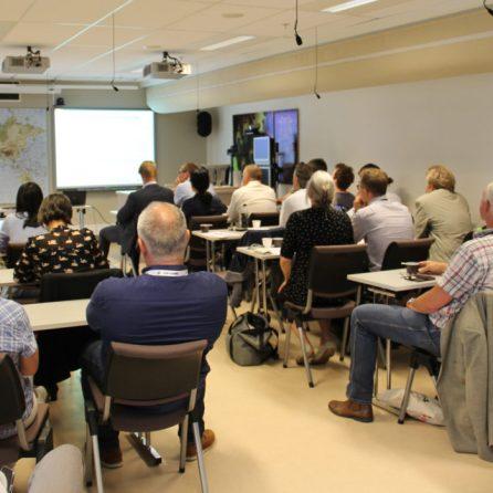 Vi arrangerer flere fagseminar hvor forskning og næring samler seg for å diskutere aktuelle problemstillinger.