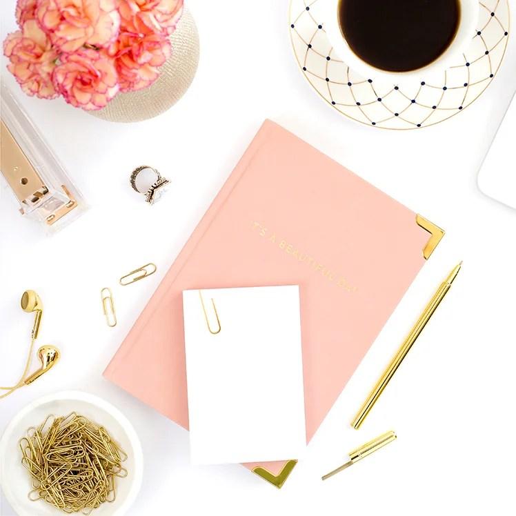 Tenker du på å starte blogg? Da er dette innlegget perfekt for deg! Her avslører jeg 10 steg til å lansere en suksessfull blogg.