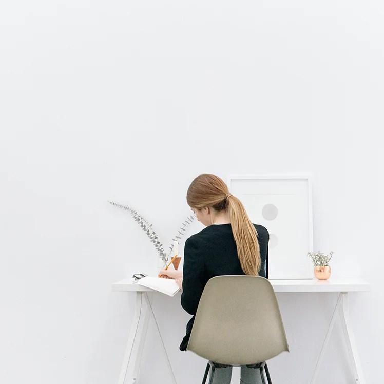 Står du helt fast? Klarer du ikke å få skrevet det neste blogginnlegget ditt? Her er mine 5 beste tips til hvordan du kommer over skrivesperre.