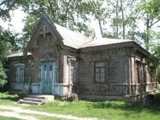 Одноэтажная деревянная больница Лешека Городецкого, с. Мошны, Черкасской обл.