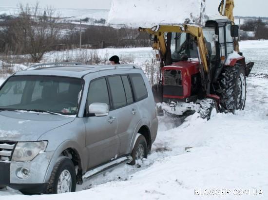 Чем круче джип, тем дальше бежать за трактором...