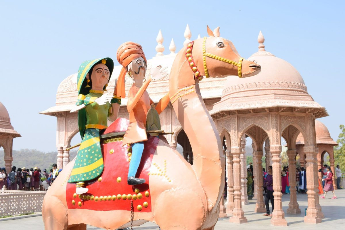 Camel statue with couple clicked by Nikon DSLR D3300