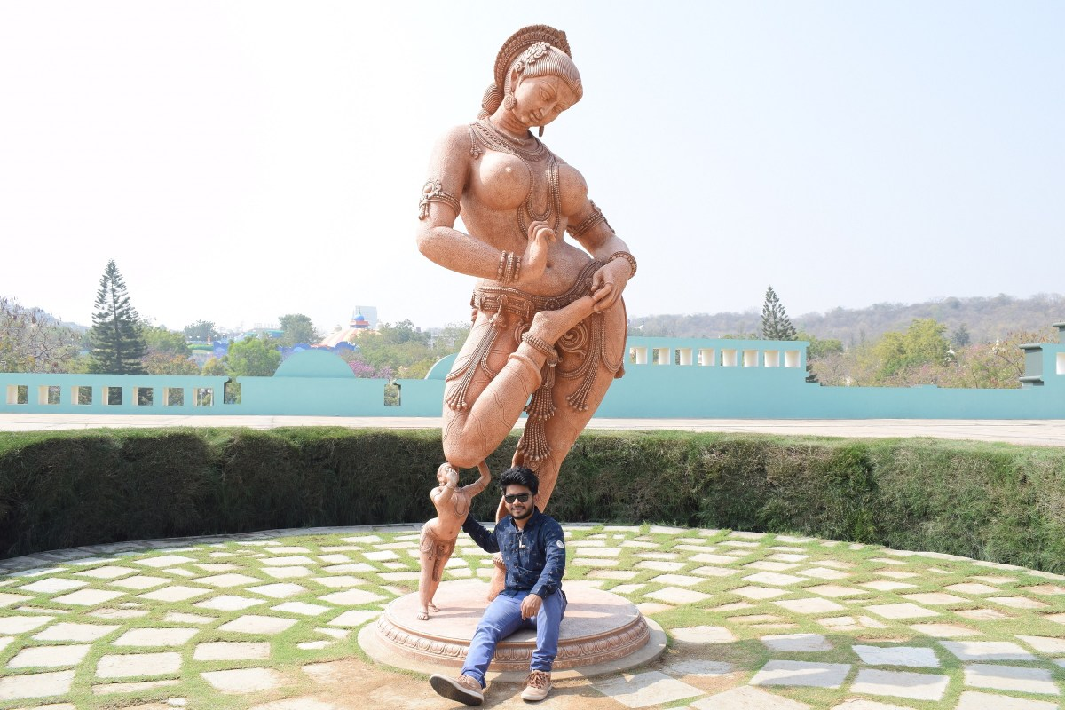 statue classical dancing women and son