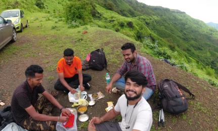 lunch at raireshwar fort