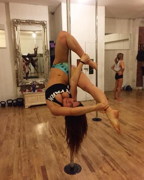 "<img src=""FlexyPoleMove.jpg"" alt=""Flexy Pole Dance Move"">"