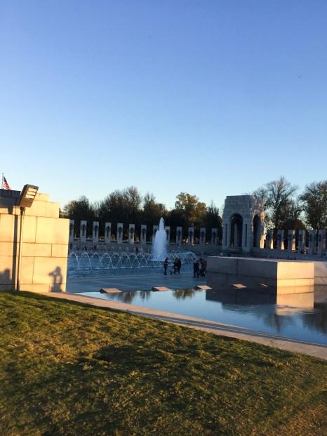 "<img src=""LincolnMemorial.jpg"" alt=""Washington DC Lincoln Memorial""/>"
