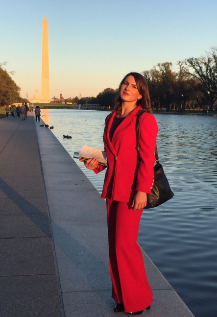 "<img src=""WashingtonDC.jpg"" alt=""Me in Washington DC""/>"