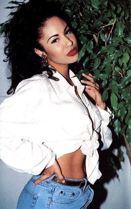 Amazing Outfits Inspired By The Beautiful Selena Quintanilla Perez