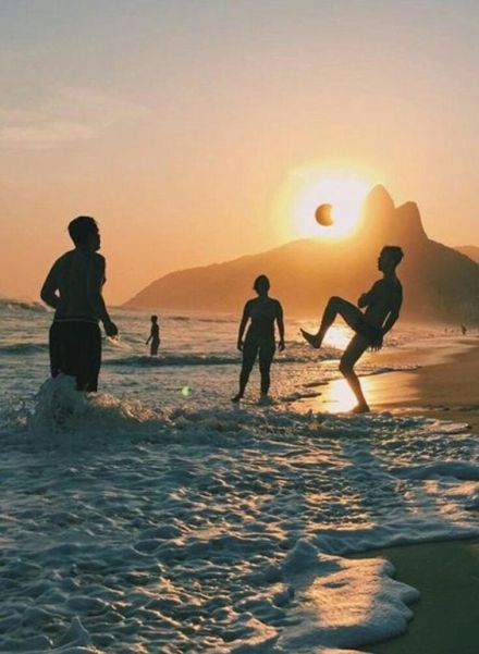 10 Best Games To Play At The Beach