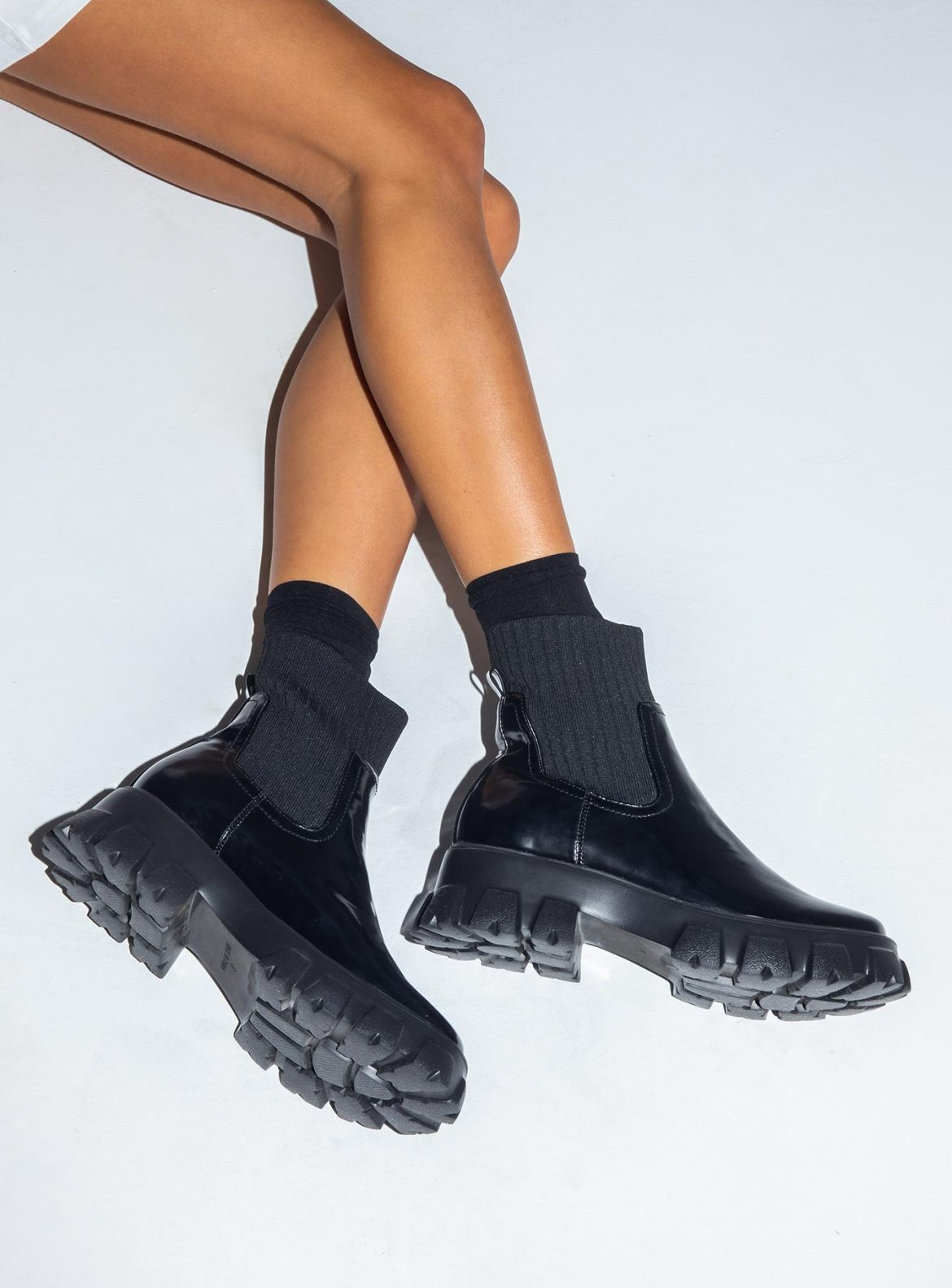 12 Women's Winter Boots You Can Wear With Any Outfit